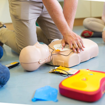 man doing a cpr to the dummy mannequin
